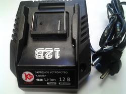 Зарядное устройство 020137 для Li-Ion батарей Калибр напряжением 12В